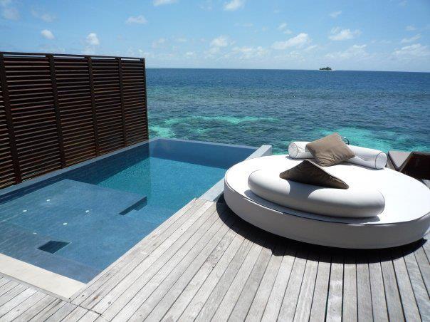 Dise o piscinas de exterior piedras naturales for Diseno de piscinas y exteriores